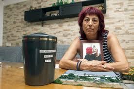 'Me llamo Paqui Silva, soy natural de la comarca del marmol, soy viuda de José Araque que falleció en 2015 por silicosis pulmonar grave complicada'