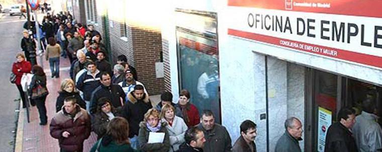 Gobierno y sindicatos se sientan el 4 de septiembre para ampliar las ayudas a los desempleados de larga duración.