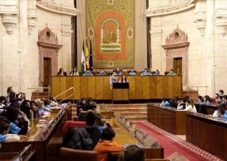El PSOE ganaría las elecciones en Andalucía aunque con menos escaños que en las pasadas autonómicas.