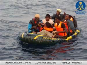 Salvamento Marítimo localiza una patera en las costas de Tarifa.
