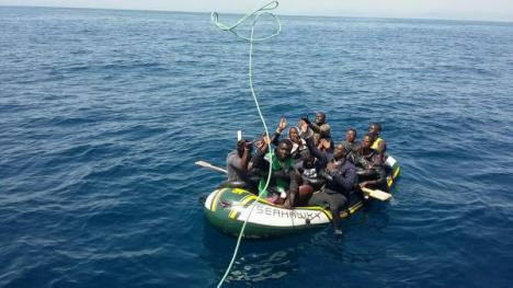Rescatados 77 inmigrantes, entre ellos tres niños de corta edad