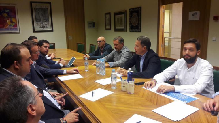 Fulgencio Gil presenta a Ceclor y Cámara de Comercio su propuesta para trasladar a los lorquinos la mejora de las arcas municipales bajando el IBI un 10%