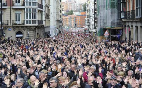 Los pensionistas toman las calles acompañados por los líderes de izquierda. Susana Díaz se queda en casa