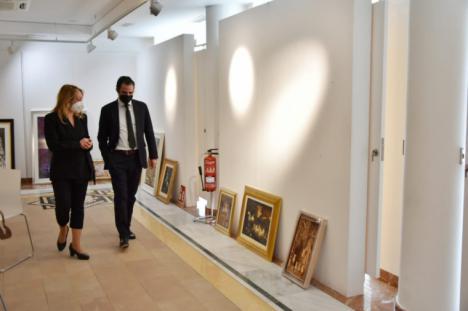 La Concejalía de Cultura organiza la exposición 'Pinceladas de Semana Santa' compuesta por obras privadas de más de una treintena de artistas desde el siglo XIX y hasta la actualidad