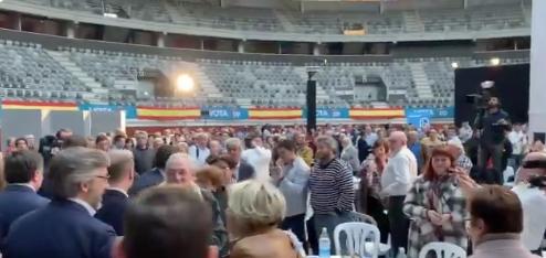 650 personas en la plaza de toros de Vitoria para ver a Casado