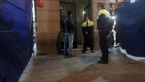 Una madre y un hijo han sido encontrados muertos en un piso en Barcelona.