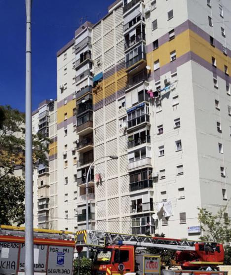 Los bomberos encuentran el cadáver de una mujer fallecida hace varios días en su piso de La Virreina