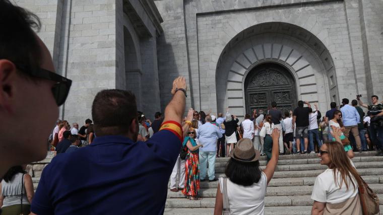 La prensa de derechas se ceba con Pedro Sánchez ante el veredicto del Tribunal Supremo paralizando una vez más la exhumación del dictador