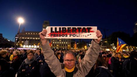 Huelga general en Catalunya con el corte de varias carreteras en protesta por el juicio del