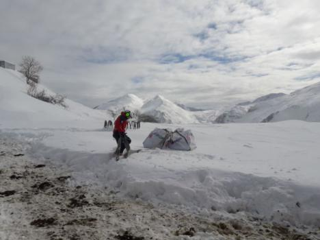 La nieve obliga a que un helicóptero lleve provisiones y medicamentos a Tresviso