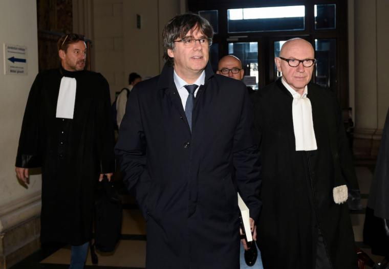Puigdemont más cerca de dar cuentas ante la justicia española a pesar de aplazar la entrega hasta el 16 de diciembre