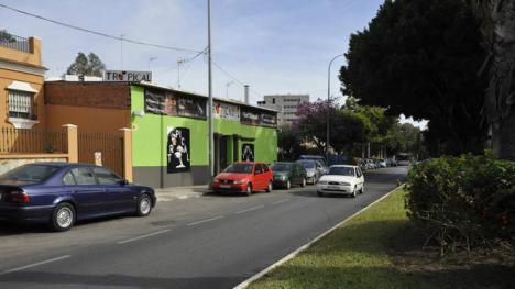 Estrella su vehículo contra un club de alterne de Vélez-Málaga del que lo habían echado