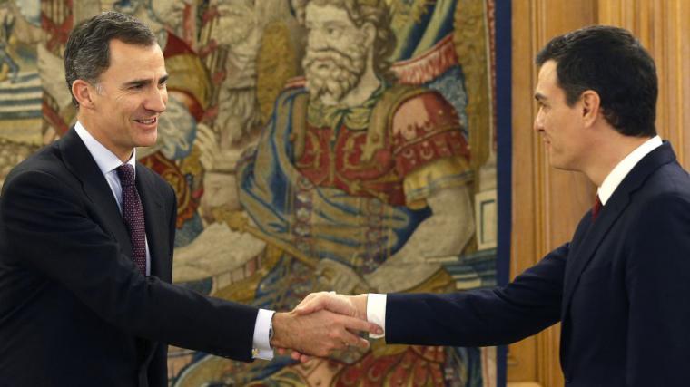 El hartazgo de muchos socialistas republicanos cuando Pedro Sánchez irrumpe en el debate sobre la monarquía y se declara orgulloso del Rey