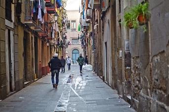 Esta vez la víctima en el Raval de Barcelona es una anciana en silla de ruedas a la que le robaron un collar