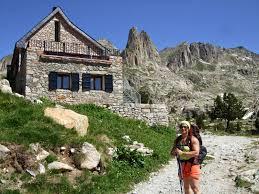 Un escursionista muere en la montaña, de frio.