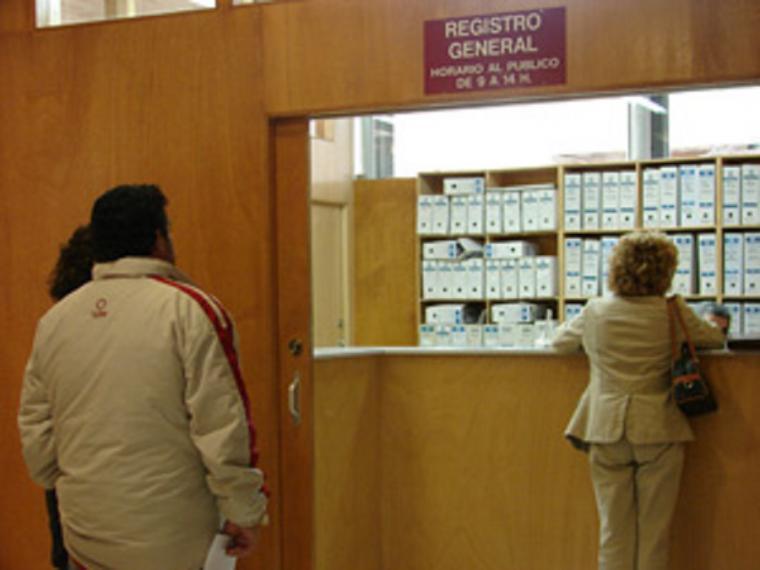 Los lorquinos sufren retrasos superiores a las dos horas para acceder al Registro Municipal tras 'los nefastos cambios internos' decretados por el actual Alcalde