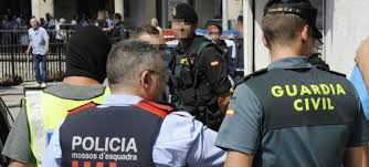 La Guardia Civil registra varias comisarías de los Mossos.