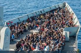 El ' Cantabria' rescata a 410 personas en el mar.
