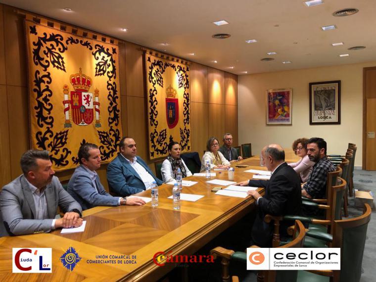 Antonio Meca, candidato a la Alcaldía de Lorca por el partido Ciudalor, en compañía de miembros de su lista electoral, han mantenido una reunión con los representantes de los colectivos empresariales de nuestro Municipio.