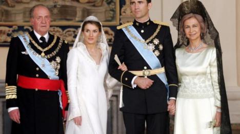 Dos reyes, doble gasto. Felipe VI ganará 242.000€; don Juan Carlos, 194.000€