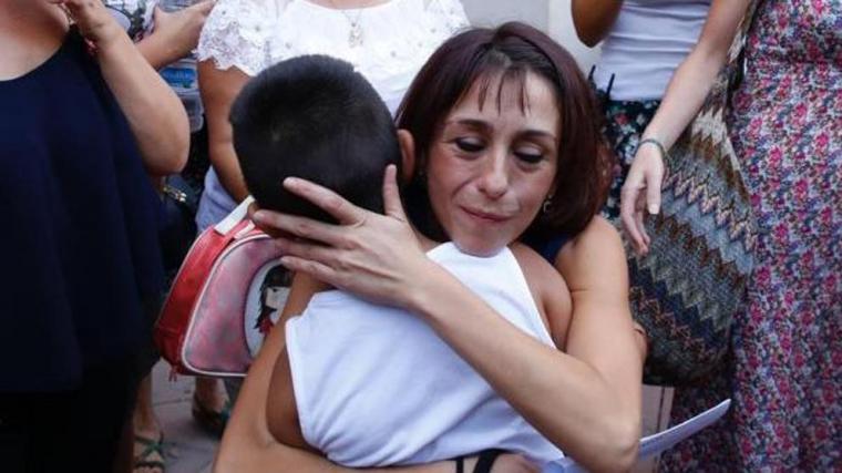 Juana Rivas entrega sus hijos a su expareja