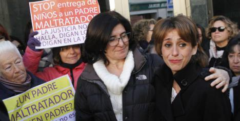 ULTIMA HORA: Juana Rivas ha entregado esta mañana sus hijos a la Guardia Civil.