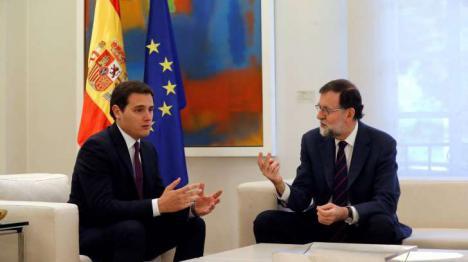 Rivera pide a Rajoy actuar ya y aplicar el 155 mientra Quim Torra promete el cargo omitiendo al Rey y la Constitución