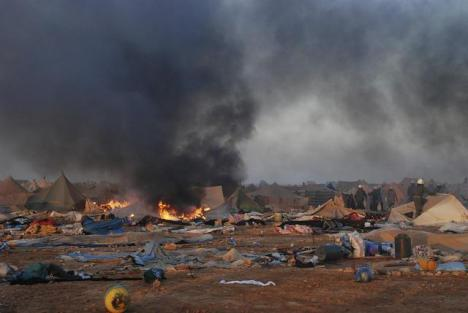 Un gran incendio arrasa casas en los campamentos saharauis y deja daños materiales y humanos