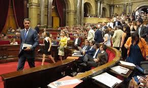 Ultima hora:El Fiscal General anuncia dos querellas contra el Govern y la Mesa del Parlament. El Constitucional convoca un pleno extraordinario esta tarde.