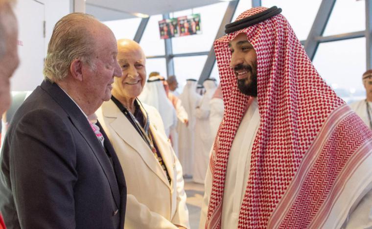 La foto de la polémica y lo poco que le importa al rey emérito que el heredero saudí pueda estar detrás del asesinato de Khashoggi