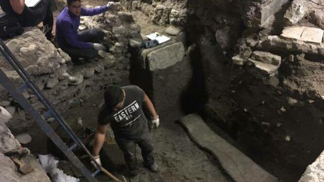 GRANADA, ANTES QUE MUSULMANA FUE ROMANA: Descubren un sarcófago romano de plomo