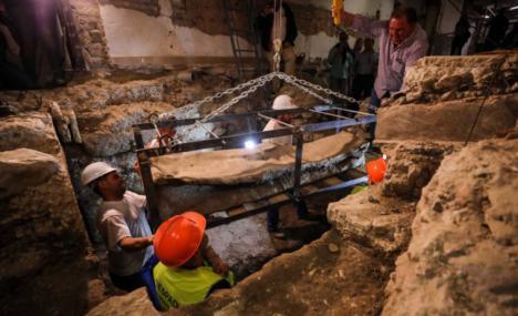 El sarcófago romano de Villamena ha sido abierto por un grupo de expertos