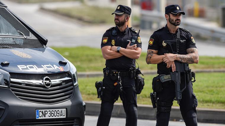La Policía entra en la redacción Moncloa.com para requisar los audios de la cita de Villarejo y Delgado