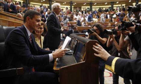 Sánchez tras perder la primera votación se encierra con su núcleo duro para acordar su última oferta a Podemos