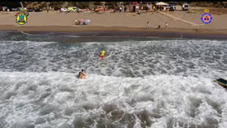 Los efectivos del Dispositivo de Vigilancia y Salvamento en Playas del Ayuntamiento de Lorca rescatan a cinco personas en la Cala de Calnegre