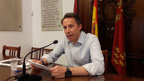 """Los lorquinos votaron hace un año para tener un gobierno de centro derecha al frente del ayuntamiento, y ahora quieren volver a traicionar la voluntad de los lorquinos """"colando"""" un """"bandazo"""" en el gobierno local, que incumple lo pactado entre PSOE y C´s."""