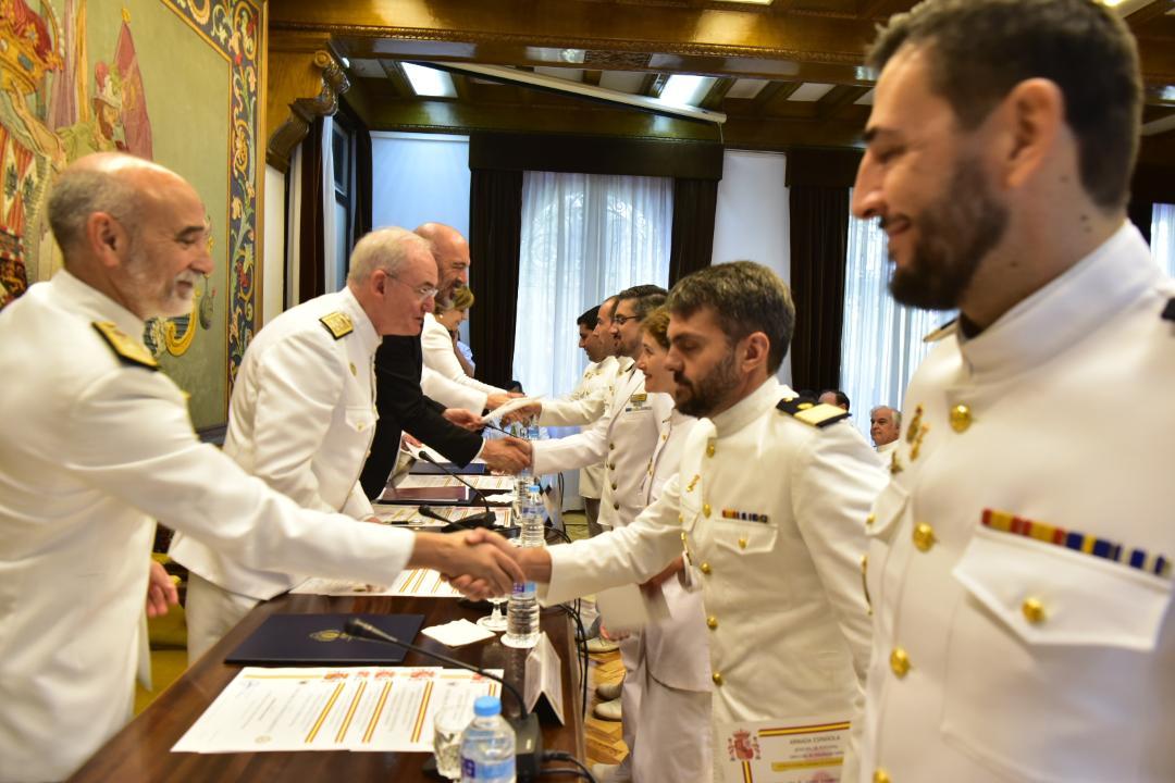Clausura de las especialidades de segundo tramo de logística y recursos humanos en la Armada