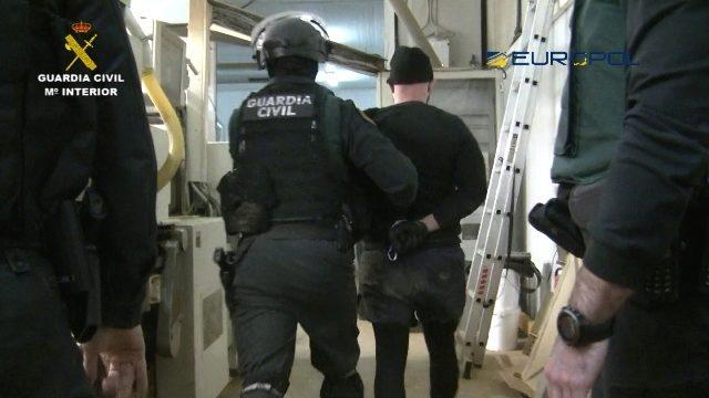 La Guardia Civil desmantela una fábrica ilegal de tabaco en Granada.
