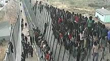 Las fuerzas marroquíe repelen a 200 subsaharianos que se dirigían a la valla de Ceuta.
