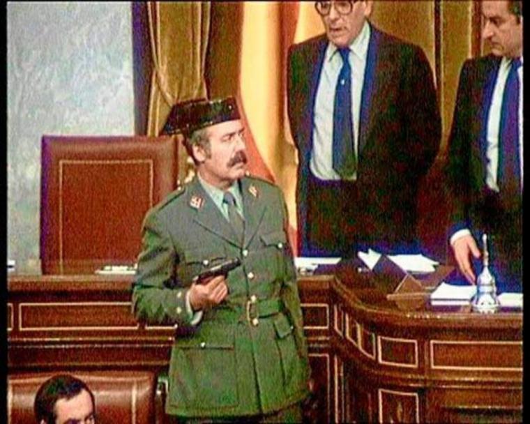 Como no tuvimos bastante con Tejero, ahora llega Abascal buscando tomar el Congreso con sus militares