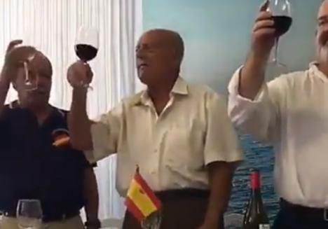 El golpista Antonio Tejero reaparece en un acto fascista en Málaga al grito de