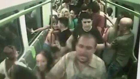La policía detiene a nueve evangelistas alemanes por provocar el pánico en el metro de Valencia