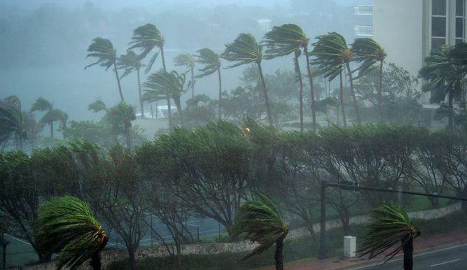 Florence el superhurácan se acerca a la costa de EEUU con vientos de 220 km/h