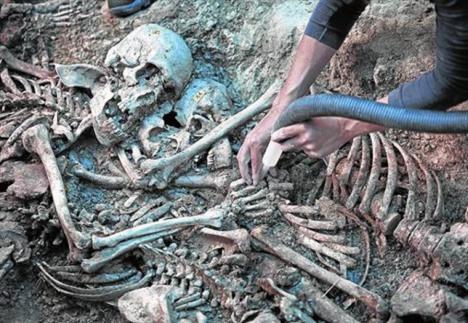 Aparece una nueva fosa común de la Guerra Civil junto a los yacimientos de Atapuerca