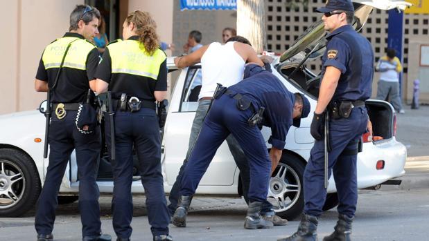 La policía detiene a siete narcotraficantes del barrio sevillano de las Tres Mil Viviendas por matar a un joven en Dos Hermanas