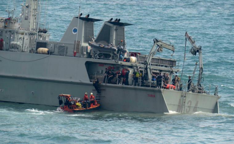 """El Almirante Jefe de Estado Mayor de la Armada dispone el cese del Comandante del cazaminas """"Turia"""