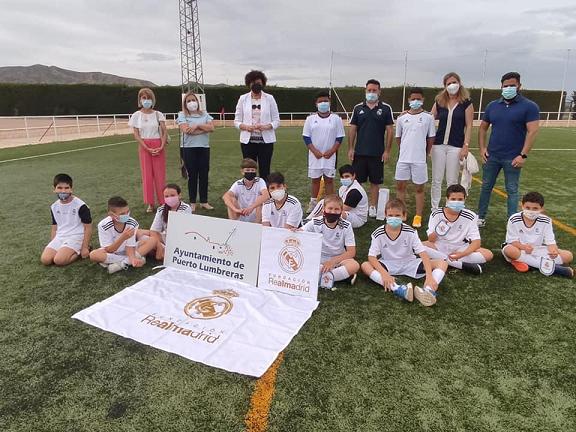 """Ayuntamiento, Fundación Real Madrid y Fundación """"La Caixa"""" clausuran la séptima temporada de la escuela sociodeportiva de Puerto Lumbreras"""