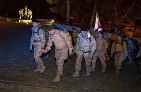 La Fuerza de Guerra Naval Especial entrega una tonelada de alimentos a Cáritas en Caravaca de la Cruz