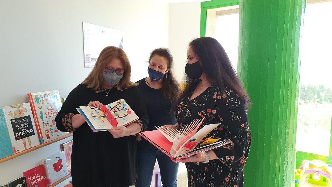 """El Ayuntamiento de Lorca pone en marcha una extensión bibliotecaria de la Red Municipal de Bibliotecas en el servicio de Pediatría del Hospital """"Rafael Méndez"""""""