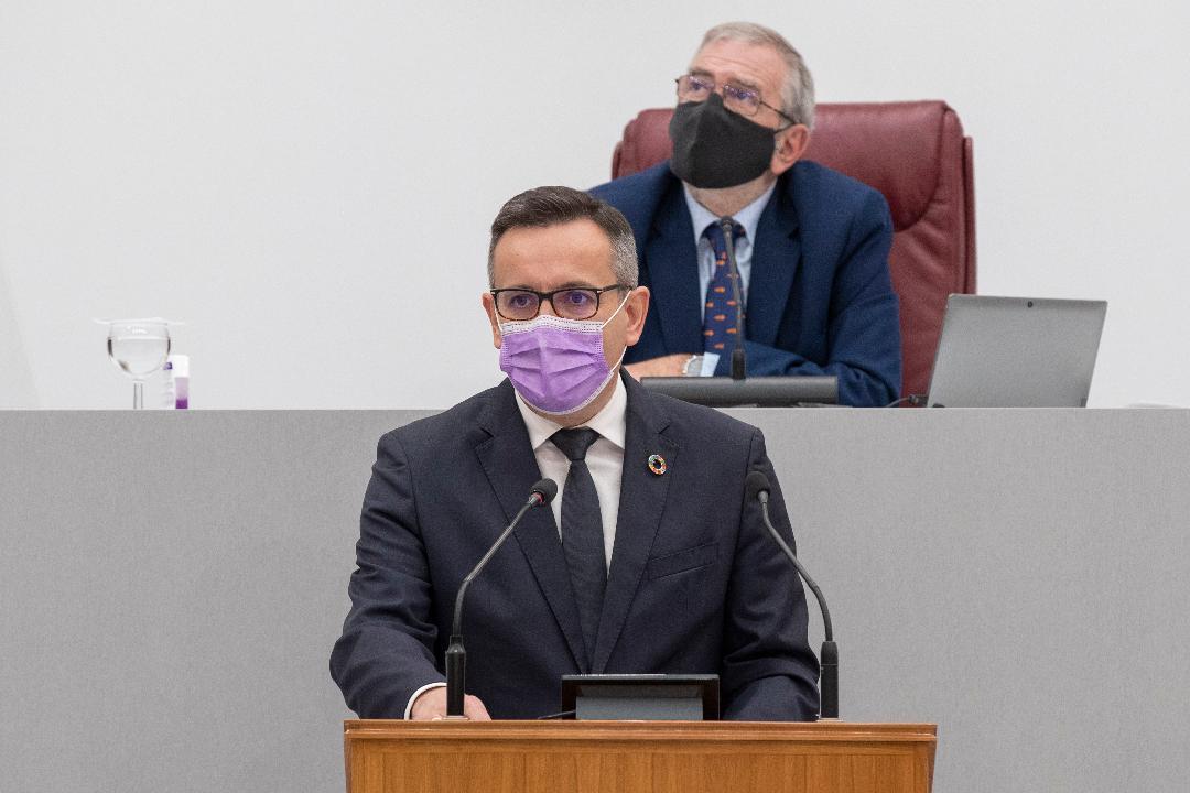 """Diego Conesa: """"El Gobierno regional reparte vacunas como se reparten longanizas en el Bando de la Huerta y balones en el Entierro de la Sardina"""""""